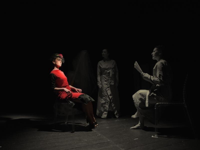 Compagnia-Teatro-Nudo_Le-divine